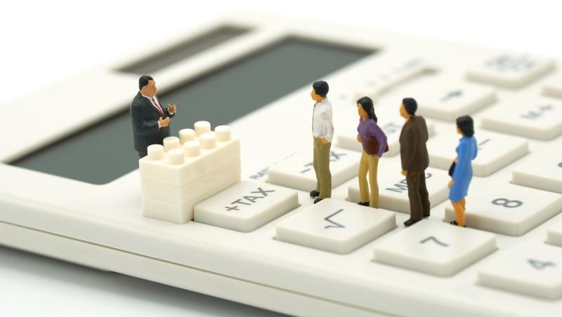 哪個產業是台灣低薪一族?一份簡報讓「摳門產業」全現形