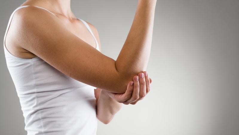 「人類無法舔到自己的手肘外側」聽到這句話立刻低頭舔手肘的人,有什麼特質?