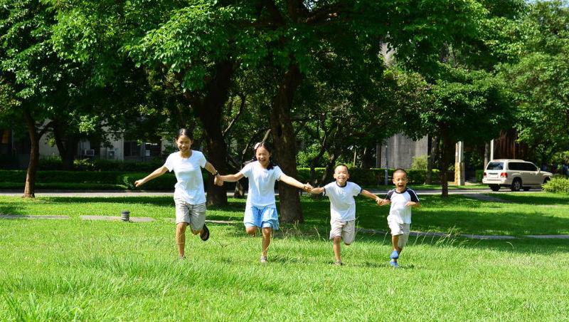 交大、紐約州立大學碩士...她最後卻選擇在家,帶小孩自學:人生學會這三件事就足夠