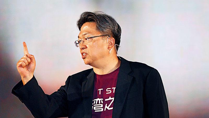 如何在寡占市場以小搏大?台灣之星記者會現場,總經理賴弦五強調:「我們絕不是只靠價格競爭。」