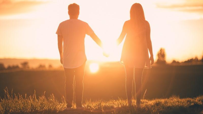 男方被大公司解雇,女方開始動搖...心理醫師:「勢利的愛」沒錯,能領悟這件事就有成長