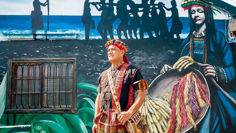 戴明雄是拉勞蘭部落意見領袖,結合當地的青年會,力圖恢復部落飲食文化。