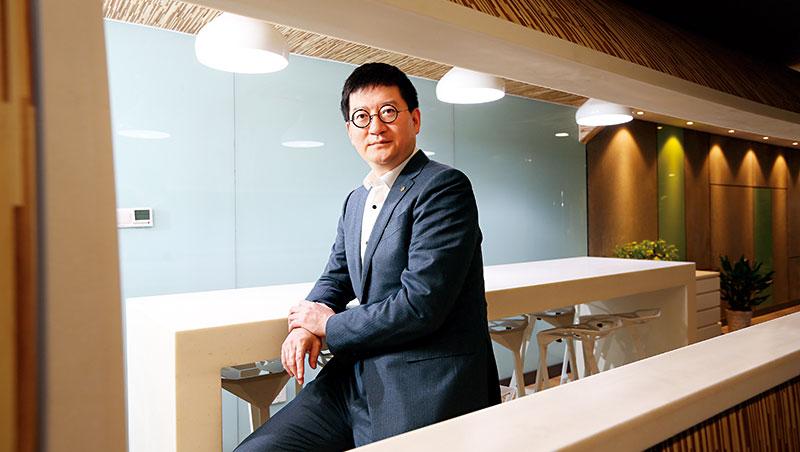 20年前杭州起家的銀泰,現是中國前5大百貨集團,來自金融業的執行長陳曉東正是關鍵推手。