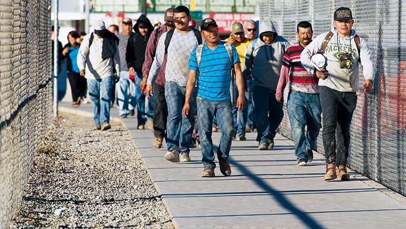 《紐約時報》報導,被強制遣返墨西哥的「海歸派」多半已在美國生活數十年,返國立即得面臨經濟、文化與就業等多重考驗。
