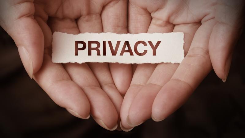 15萬人因下載這款app被捕或失去工作!美圖秀秀、微信...這些方便背後,你的隱私交給了誰?