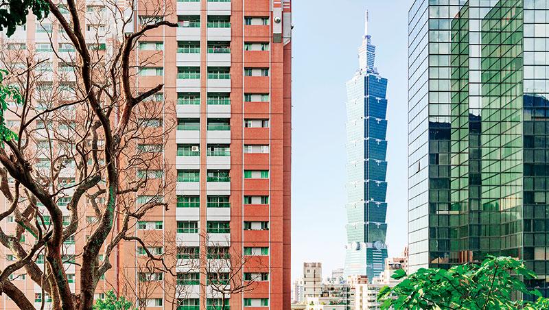 當自駕車普及,信義計畫區商辦大樓可能因交通更易於集中人流而上漲,豪宅卻可能因人口分散到郊區別墅而下滑。