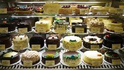 訂了4個特製蛋糕,硬凹店家打折!寧把蛋糕送人也不賣,老闆「擊退奧客」的一堂課