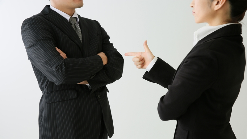 一開始只是同事間的衝突,卻變成「辦公室惡鬥」!主管怎麼化解團隊內鬨