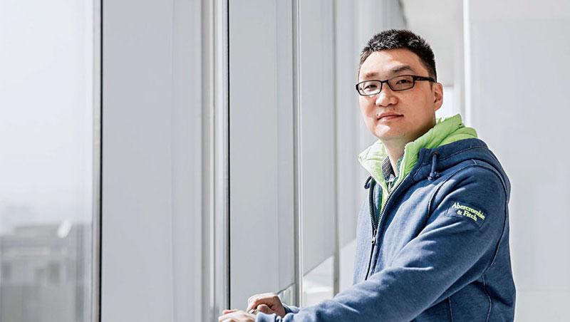 8歲的黃崢曾獲選為「2017年上海十大互聯網創業家」,拼多多已是他第4次創業的成果。
