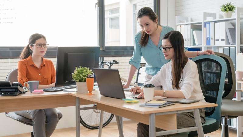 在家就能工作,卻堅持員工到公司...日本最狂企業家揭露:你會覺得忙,不是因為工作太多