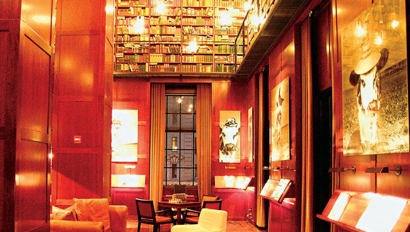 旅店內有個具豪宅規模的圖書室,令人流連忘返。