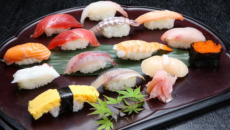 「值得一生等待的壽司」日本壽司之神小野二郎:我還沒達到完美,但沒人知道巔峰在哪裡