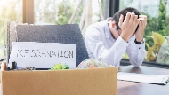 被變相減薪,別怒提辭呈!人資專家:先分清楚你是「哪種離職」,才不會掉入公司的陷阱