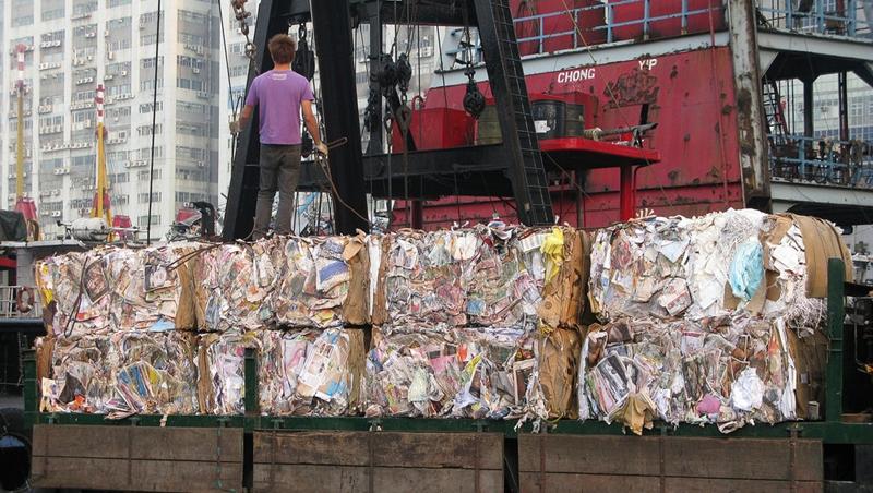 中國拒收「外國垃圾」後....這些亞洲國家淪塑膠垃圾新出口,英國轉賣台灣數量增10倍!