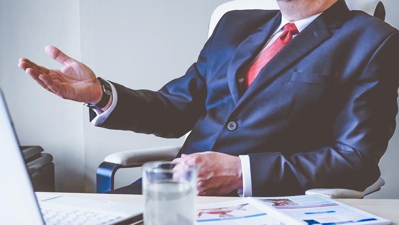 為什麼主管都喜歡「靠關係」面試新人?職場作家:落入人力銀行的缺,都不是好職缺
