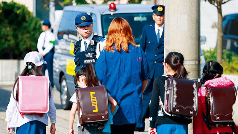 近幾年,日本校園體罰、霸凌等事件頻仍,校方與當地政府不僅備受責難,經濟損害的風險也大增,成了保險業者眼中的商機。