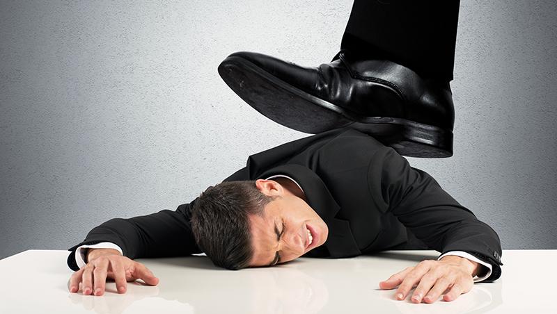 被扣薪1025元也不爭取,還自責「不肯吃虧」...在職場老是逼自己忍耐,只會變「魯蛇」