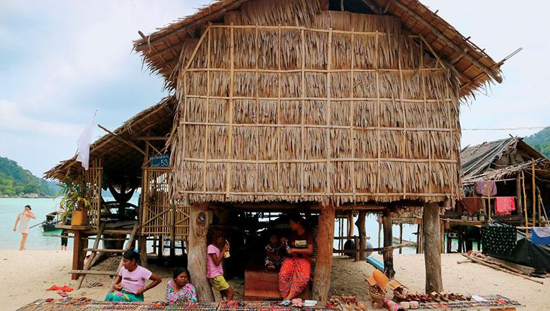 素林群島是泰國第29個國家公園,八成面積都被海水覆蓋,大海之子莫肯人住在島上。