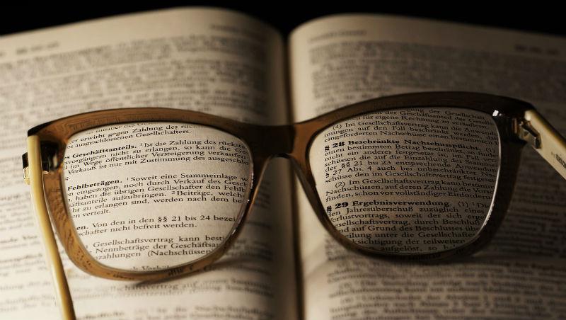 近視的人真的比較聰明?逾30萬人大規模研究發現:近視基因可能與高智商有關