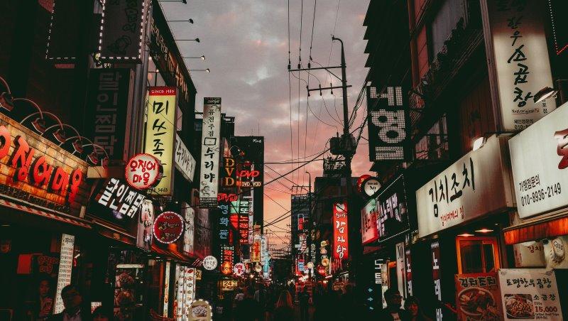 「你說你是中國人,我就買!」中國客的刁難、韓國客的無理...一個台灣女孩在韓國打工度假的幻滅