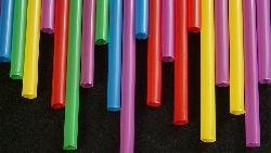 為何政府要減用塑膠吸管?破壞環境卻不用付出代價...是最可怕的事