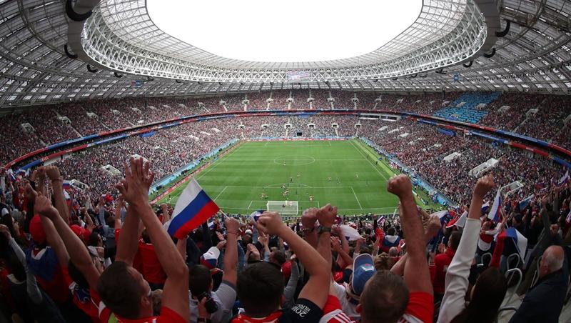 「舉辦活動」的英文是host還是take place?跟著2018世足賽學聊天常用單字