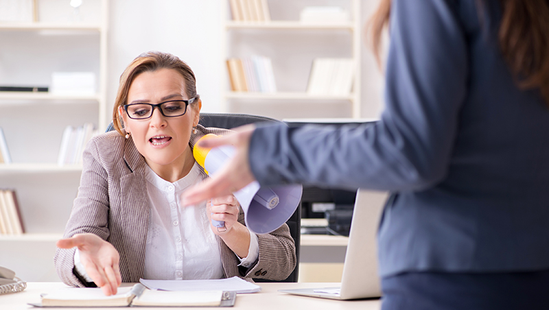 總經理罹患10年躁鬱症,不是飆罵就是羞辱...年薪300萬的業務被迫離職:再做下去換我生病!