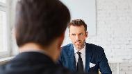 老闆絕對不是你的朋友!在職場要獲得上司支持的條件只有獲利,不是交情