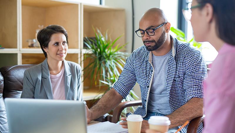 把85%的會議時間讓給客戶...美國知名業務員教練:把客戶當病人,傾聽後再對症下藥