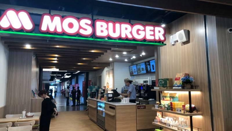員工買摩斯漢堡遲到被資遣...人資專家:你要告的是公司,不是摩斯啊!