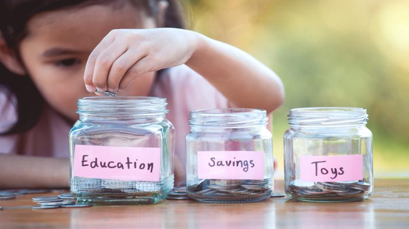 他的5歲小孩,每個星期都會自己規劃零用錢....爸媽必須教導孩子的「金錢課」!