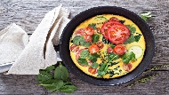 快速早餐教學》三步驟完成「鮭魚蔬菜烘蛋」,讓你趕上班也能兼顧營養