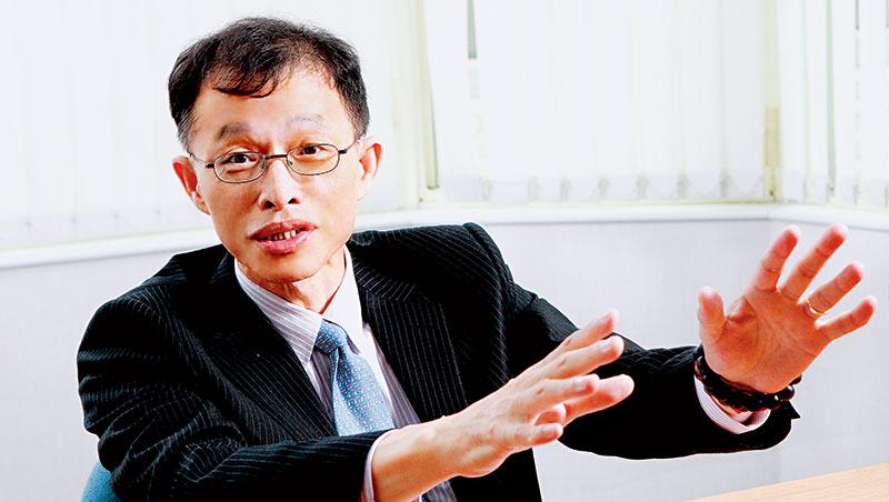 李長榮化工董事長:洪再興