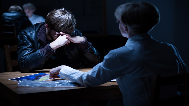 不需要高深犯罪心理學,也可讓罪犯自動畫押認罪!FBI簡單一招突破心防