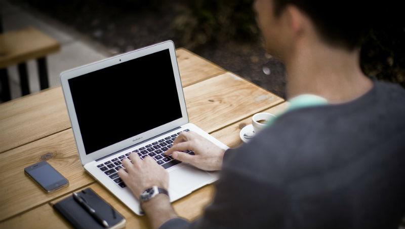 砸下全部積蓄辭職創業!24歲的台灣工程師,如何自己把小履歷編輯器變成10萬人的求職平台 ?
