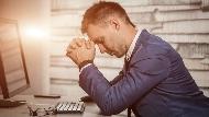 飯店副理被放無薪假,薪水打7折...人力銀行調查:40歲以上中生代最擔心被淘汰