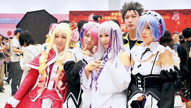 日本媒體觀察,萬聖節之類的節慶活動普及化帶動Cosplay風潮,而且形態日益多元,像是主題式演唱會就很能吸引御宅族走出家門。