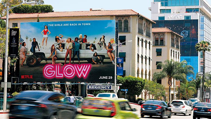 網飛在好萊塢落日大道買下35個廣告看板,跨足實體除吸引通勤族目光,也是要招徠更多好萊塢人才。