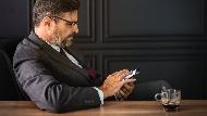 「老闆每次要我幫買菸,卻不給錢」年薪千萬的職場講師:老闆能不能跟,有一個60分的標準