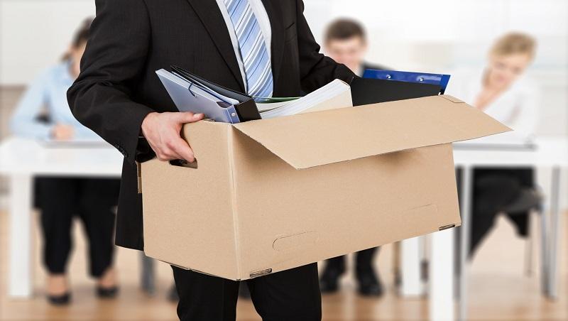 資深員工離職,如何阻止同事浮躁耳語、客戶被搶走?管理顧問做法是「親自送員工離開」