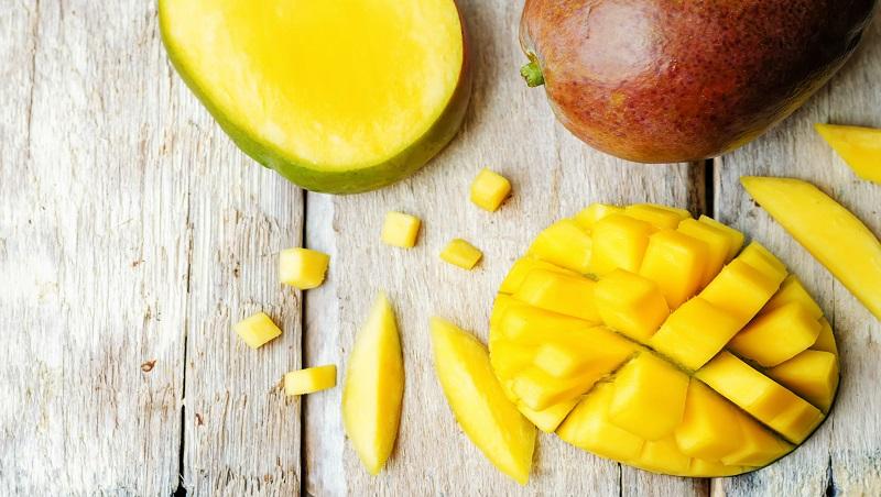 香甜芒果正當季!不用擀不用烤,輕鬆疊出透心涼「水果冰盒蛋糕」