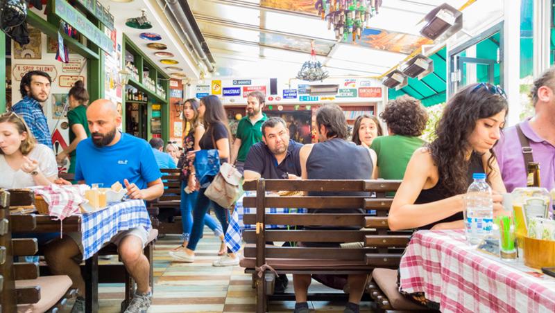 播放快音樂、拿掉軟椅墊…原來翻桌率這樣拚!日本餐飲集團顧問:業者想賺你錢,最常用的6個小心機 - 商業周刊