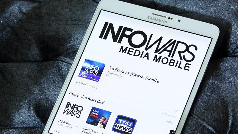 被矽谷封殺後,陰謀論者 Alex Jones的Infowars反而下載暴增
