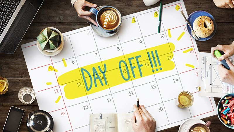 隨時回老闆訊息才是最佳員工?這家公司平日逼員工「休假一天」,打造營收50億美元的顧問業帝國