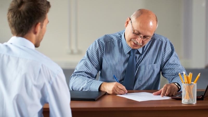 好心給下屬建議卻被冷眼相待...致心累的主管們:管理除了讚美,更重要的是...