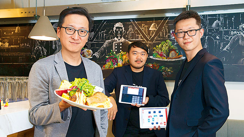 資廚創辦人程開佑(左起)、何明政與吳佳駿表示,目前還在開發Wi-Fi分享器、CRM等系統,期許未來轉型智慧餐飲科技品牌。