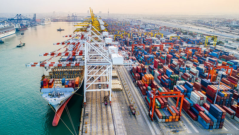 貿易戰主要針對有形商品,因此依賴這類商品的企業及經濟體,如台灣、中國受害較大。