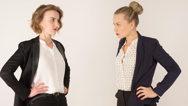 暗黑職場術》如何「解決」不對盤的同事?專業心理師教你,一個小技巧讓對方自亂陣腳