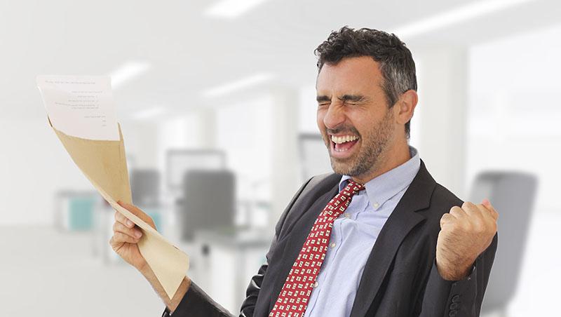 同事表面平和,私下卻頻頻向老闆邀功...爭取職場升遷必懂四招,教你如何「要糖吃」才有效