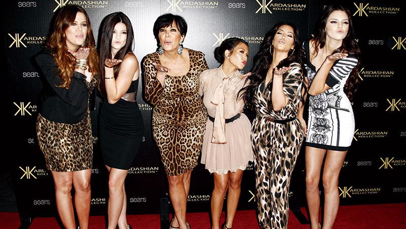 小妹凱莉.詹納(左2)與三姊、媽媽、大姊、二姊、四姊(由左至右)的真人實境秀《與卡戴珊同行》將邁入15季,顯示該家族能紅並非運氣。
